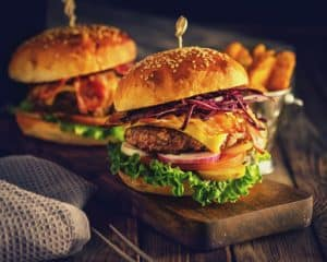 krosse hamburger buns dank eines durchlauftoaster