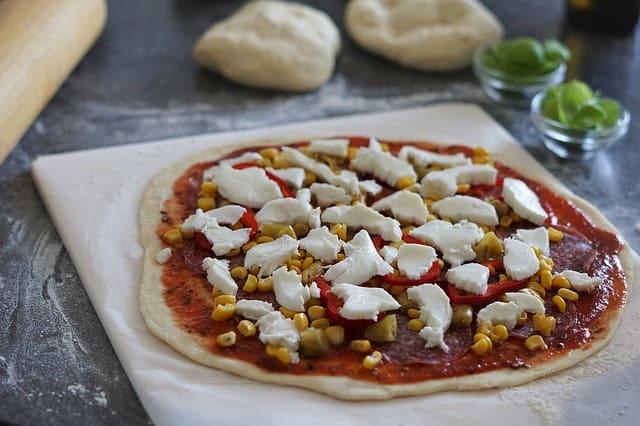 fertig belegte pizza