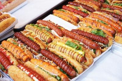 hotdog-Buffet mit der Hilfe eines gebrauchten Durchlauftoasters